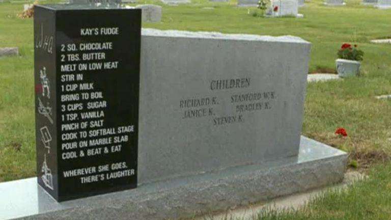 Потребители на социалните мрежи масово споделят снимка на необичаен надгробен