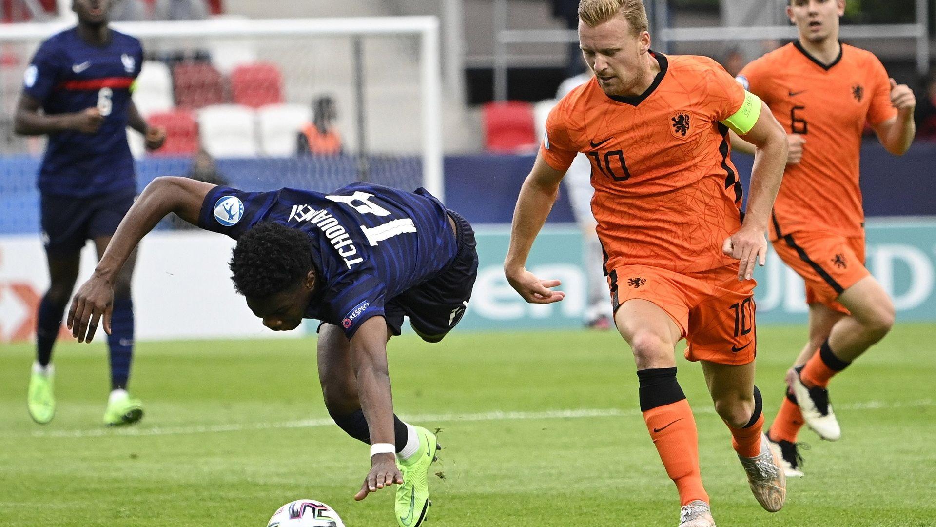 Драматични сблъсъци пратиха Нидерландия и Испания на полуфинал при младежите