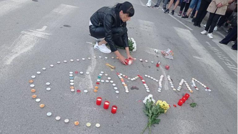 Стотици жители на Петрич се събраха тази вечер мирно бдение