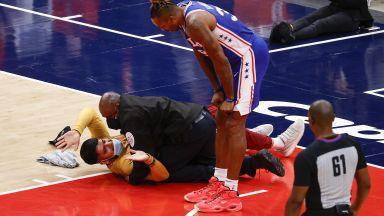 Лудостта в НБА няма край, фен нахлу на терена и прекъсна мач