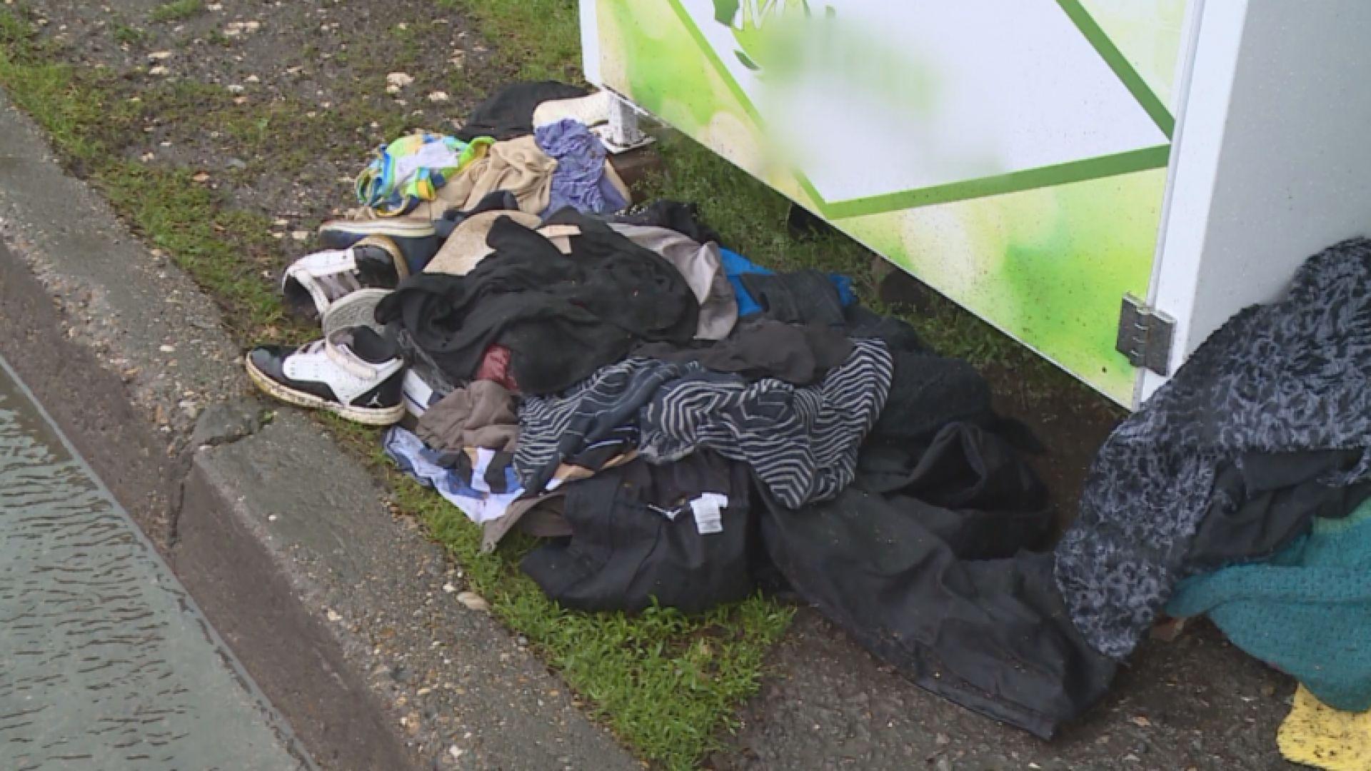 Вандали атакуват контейнерите за стари дрехи