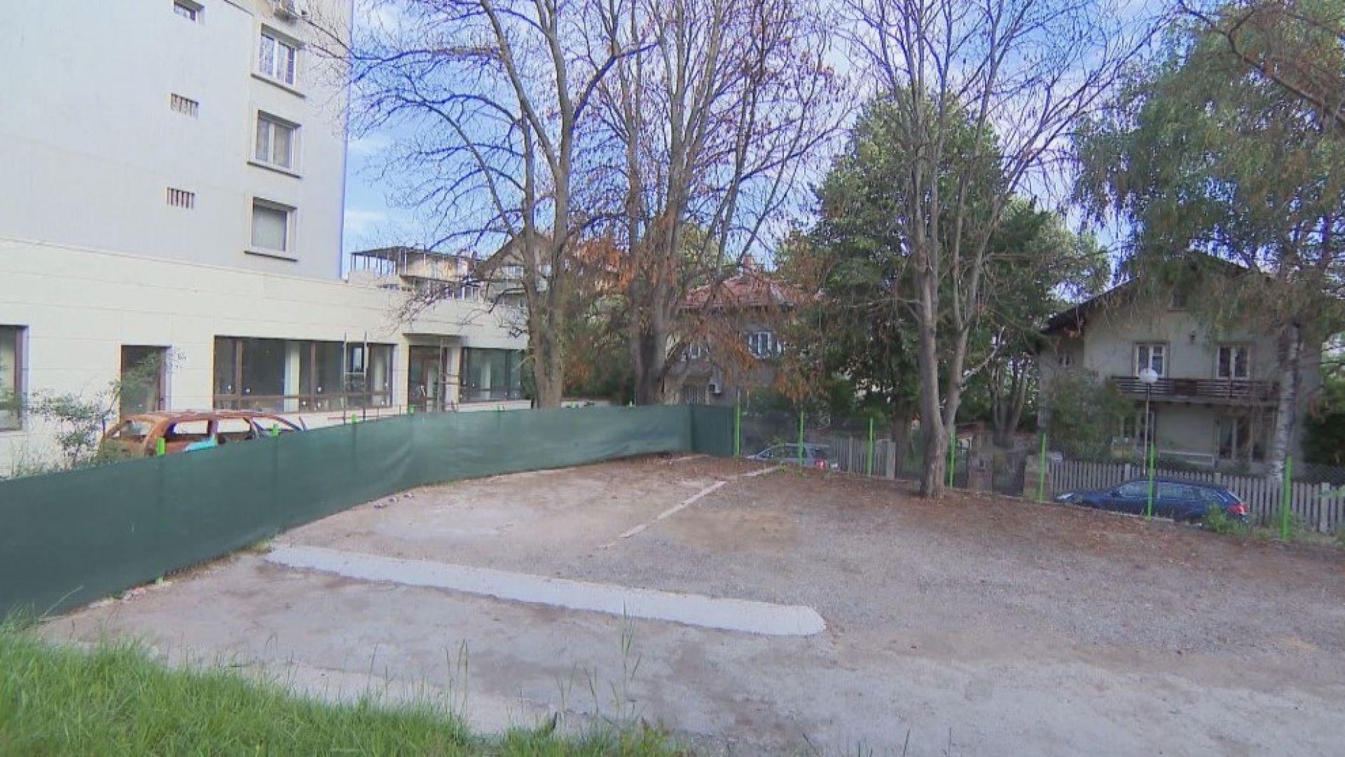 """Жители на """"Лозенец"""" бранят градинка от бетониране"""