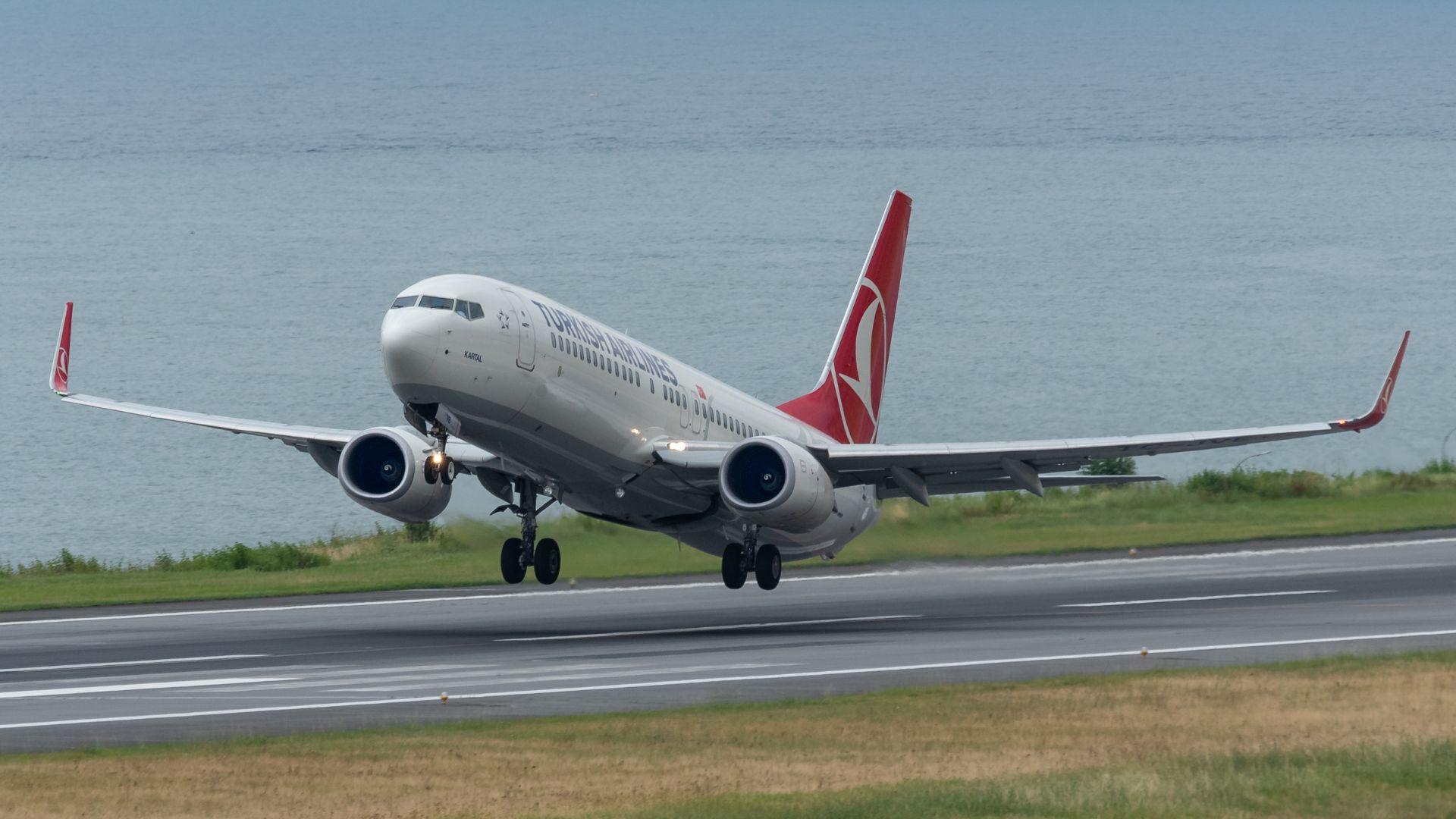 Фалшив сигнал за бомба в самолет блокира за часове турско летище
