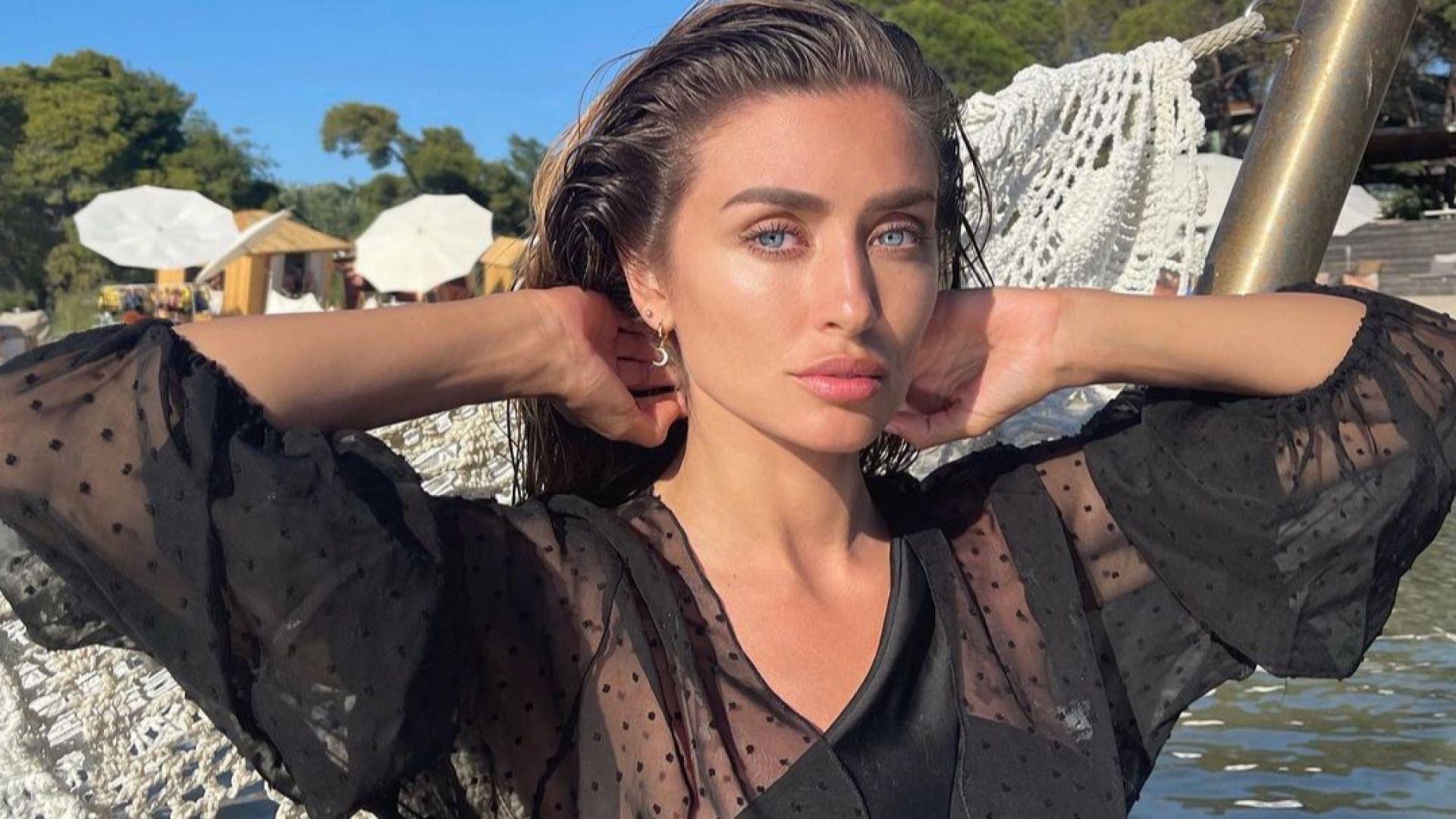 Саня Борисова вдигна градусите в мрежата с горещи кадри от слънчева Гърция