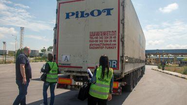"""Задържаните на """"Лесово"""" камиони с отпадъци за Турция се връщат обратно"""