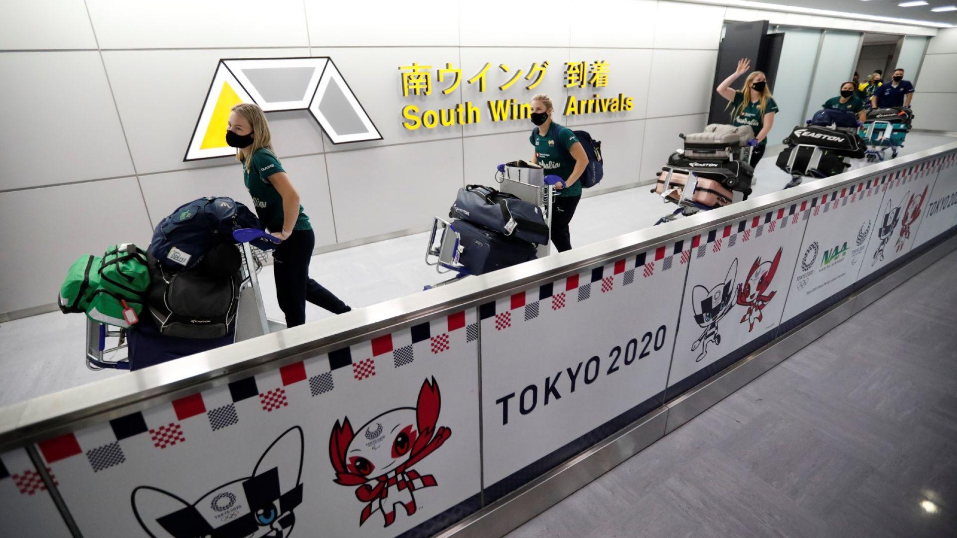 Сред неяснота и протести, първите олимпийци кацнаха в Токио 53 дни преди игрите