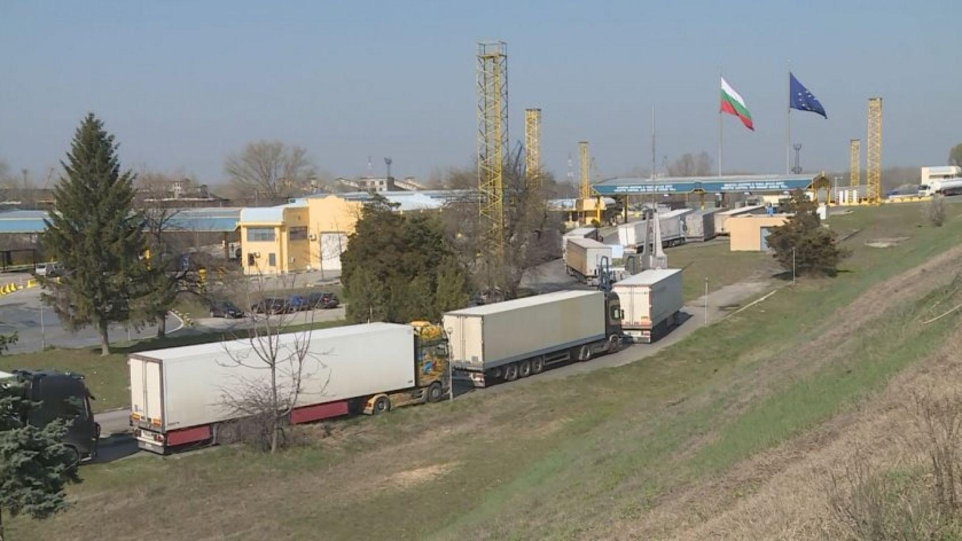 """Наводнена шахта предизвика опашка от камиони на """"Дунав мост"""" при Русе"""
