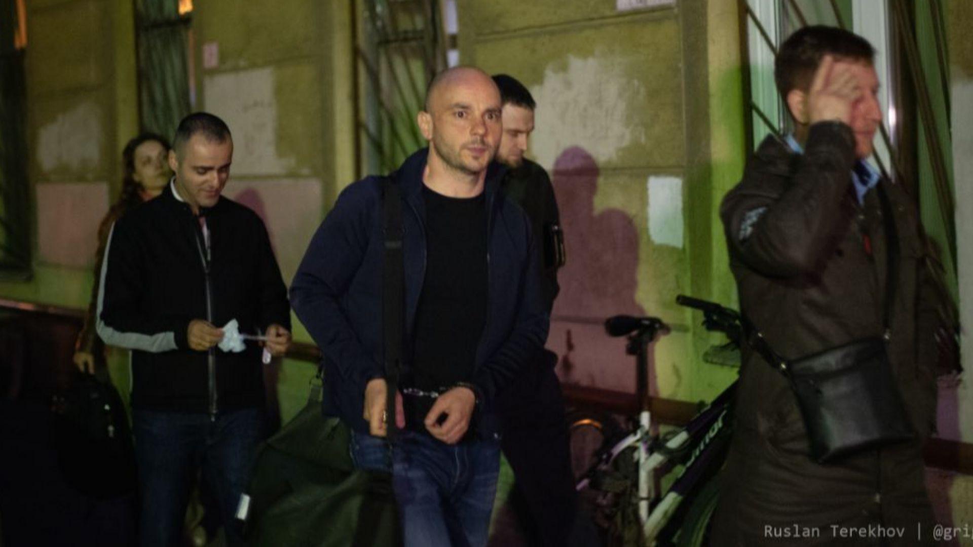 Руските власти спряха рулиращ самолет, за да арестуват опозиционер, близък до Ходорковски