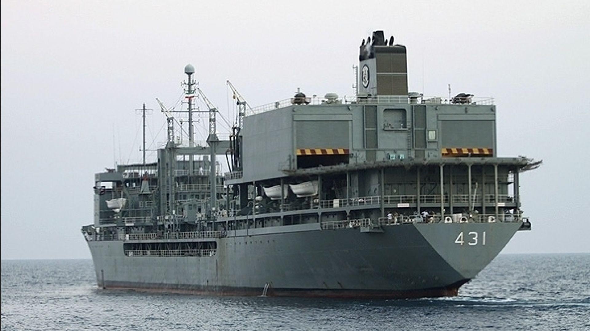 Най-големият кораб в иранския флот потъна след пожар на борда (видео)