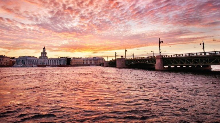 Белите нощи в Санкт Петербург: как изглеждат в очите на местните