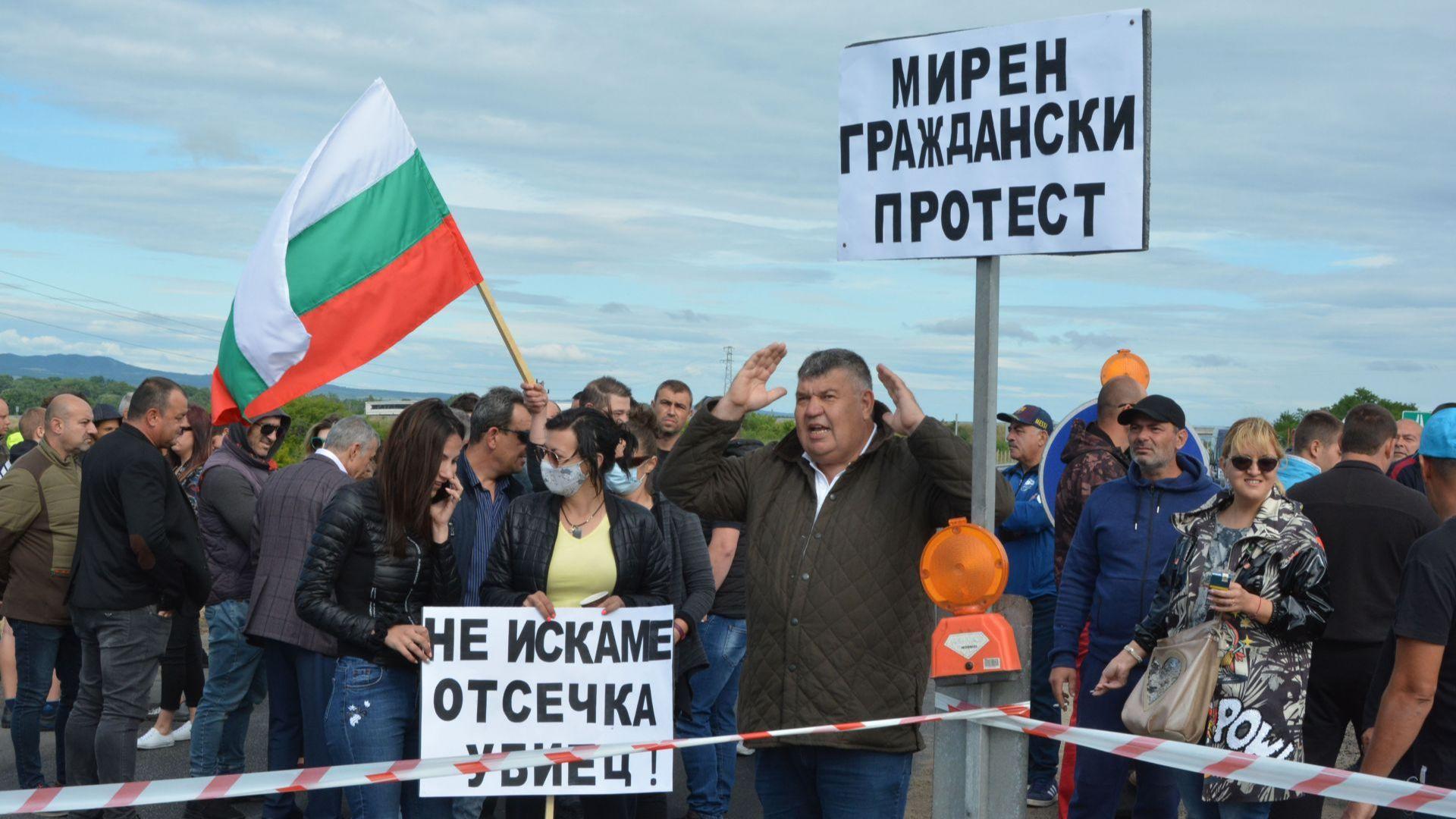 """Жители на Свиленград на протест заради спрян ремонт на участък от магистрала """"Марица"""""""