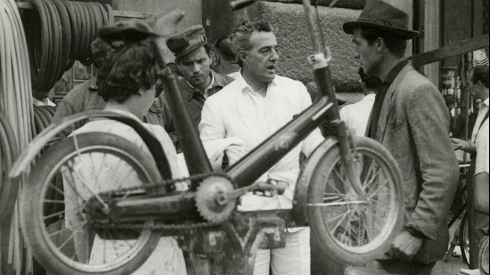 """Кадри от """"Крадци на велосипеди"""".  Ламберто Маджорани и Енцо Стаиола."""