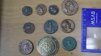 Задържаният висш полицай държал антични монети и визитки на фондацията на Божков