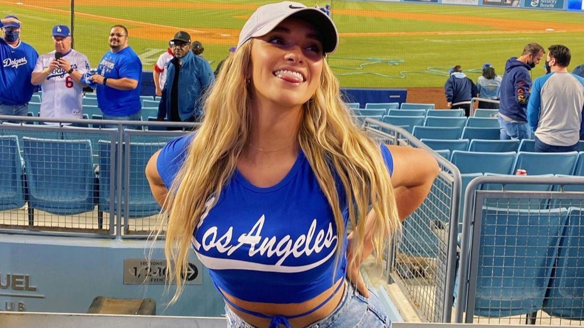 """Секси бивша волейболистка """"засенчи"""" мач в Лос Анджелис (снимки)"""