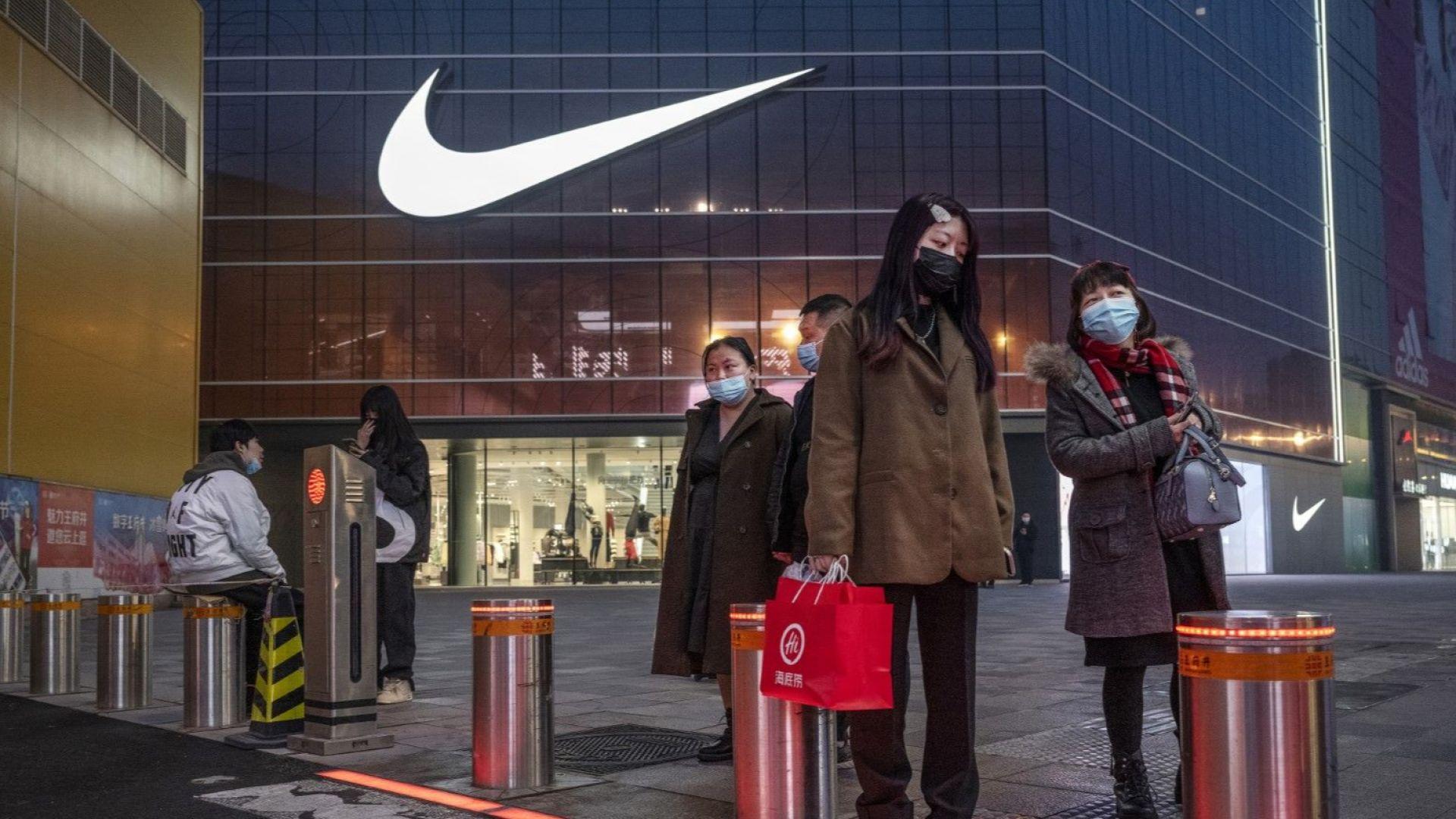 Китай обвини западни марки, че продават вредни за здравето детски дрехи