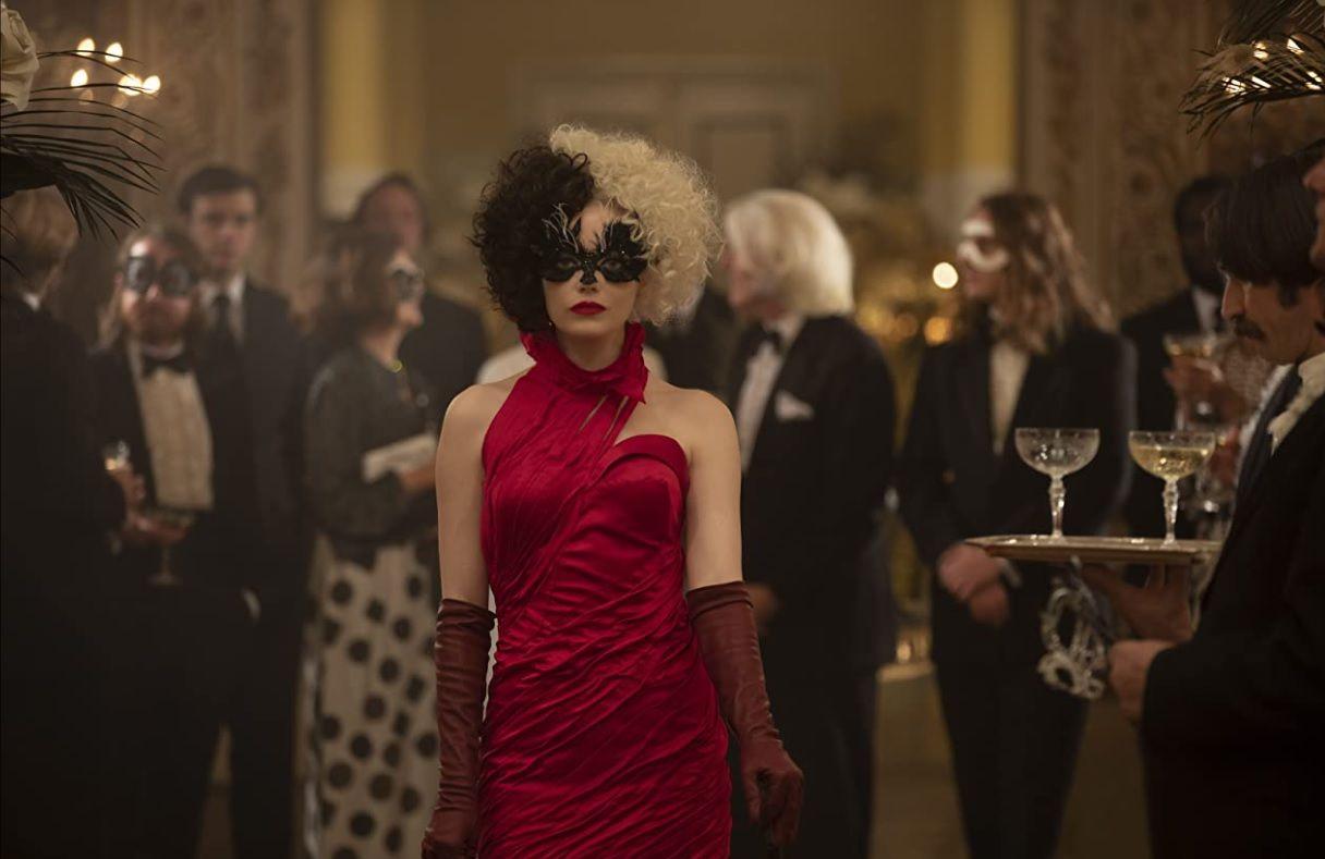 Ема Стоун като Естела де Вил - моден гуру и жена с много обсесии