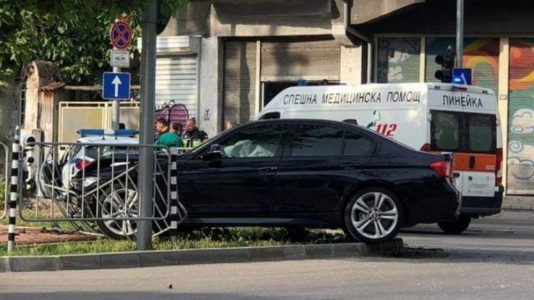 Катастрофа между полицейска патрулка и лек автомобил БМВ стана на
