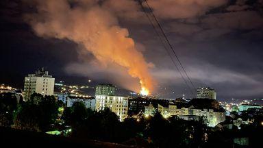 Експлозии разтърсиха сръбския град Чачак, гори оръжейна фабрика (снимки/видео)
