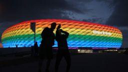 """УЕФА забрани на """"Алианц Арена"""" да грее в цветовете на дъгата"""