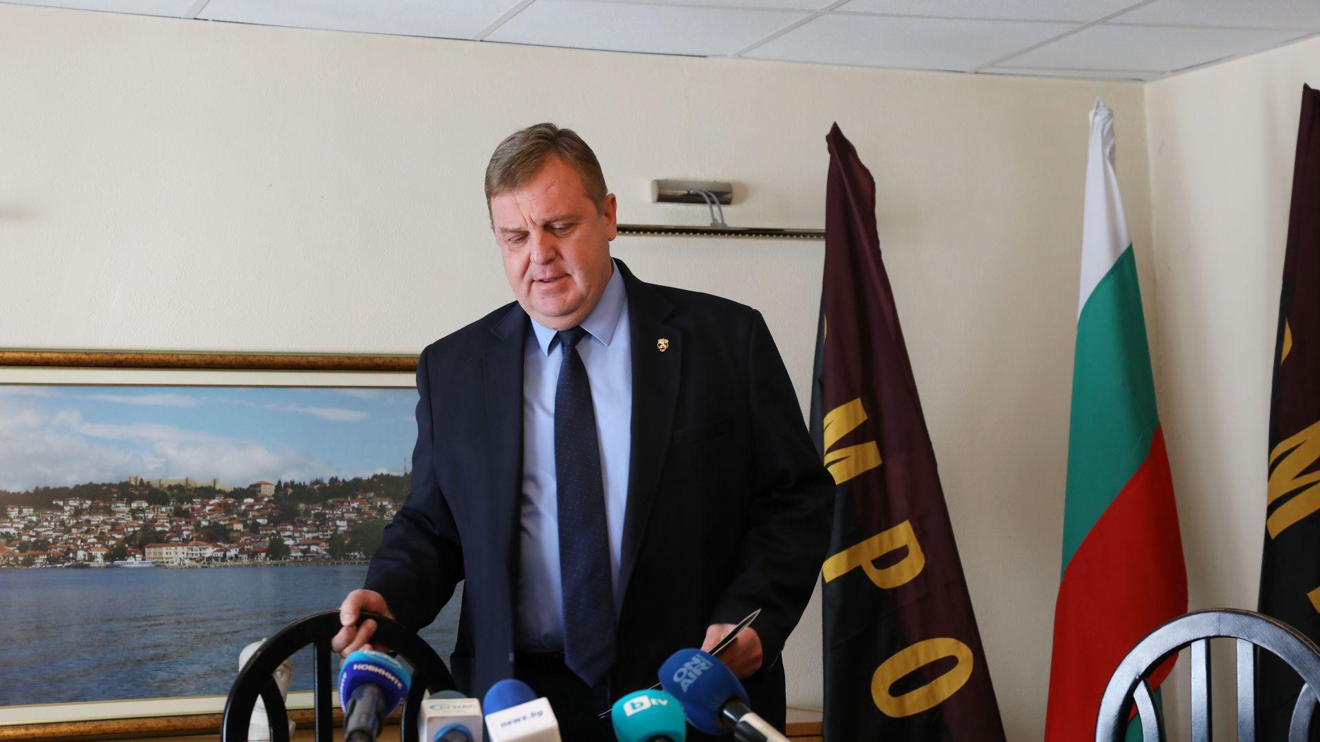 """Каракачанов отхвърли обвиненията за злоупотреби в МО и пожела """"приятно ровене"""""""
