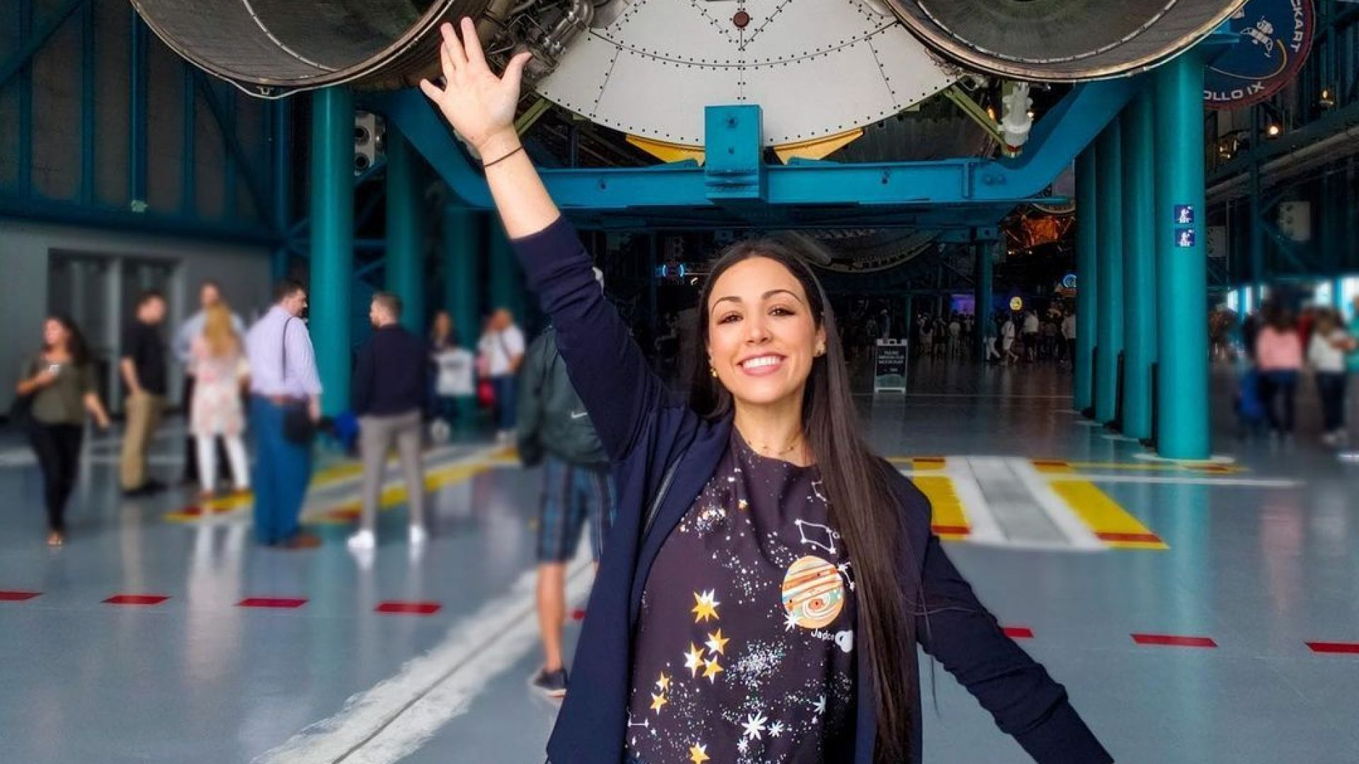 "Звезда от TikTok ще полети в космоса с ""Върджин галактик"""
