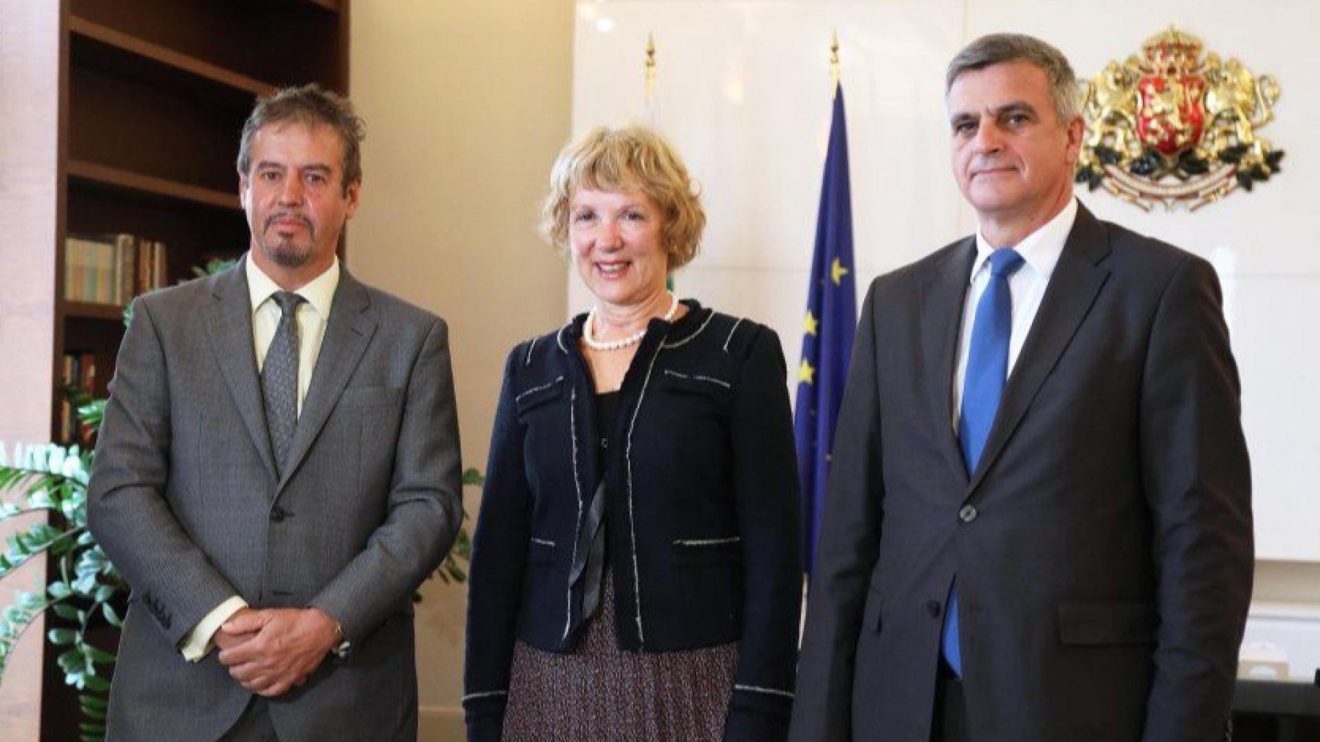 Премиерът Янев говори за корупцията с посланиците на Белгия и Нидерландия