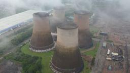 Зрелищно разрушиха част от въглищна електроцентрала във Великборитания (видео)