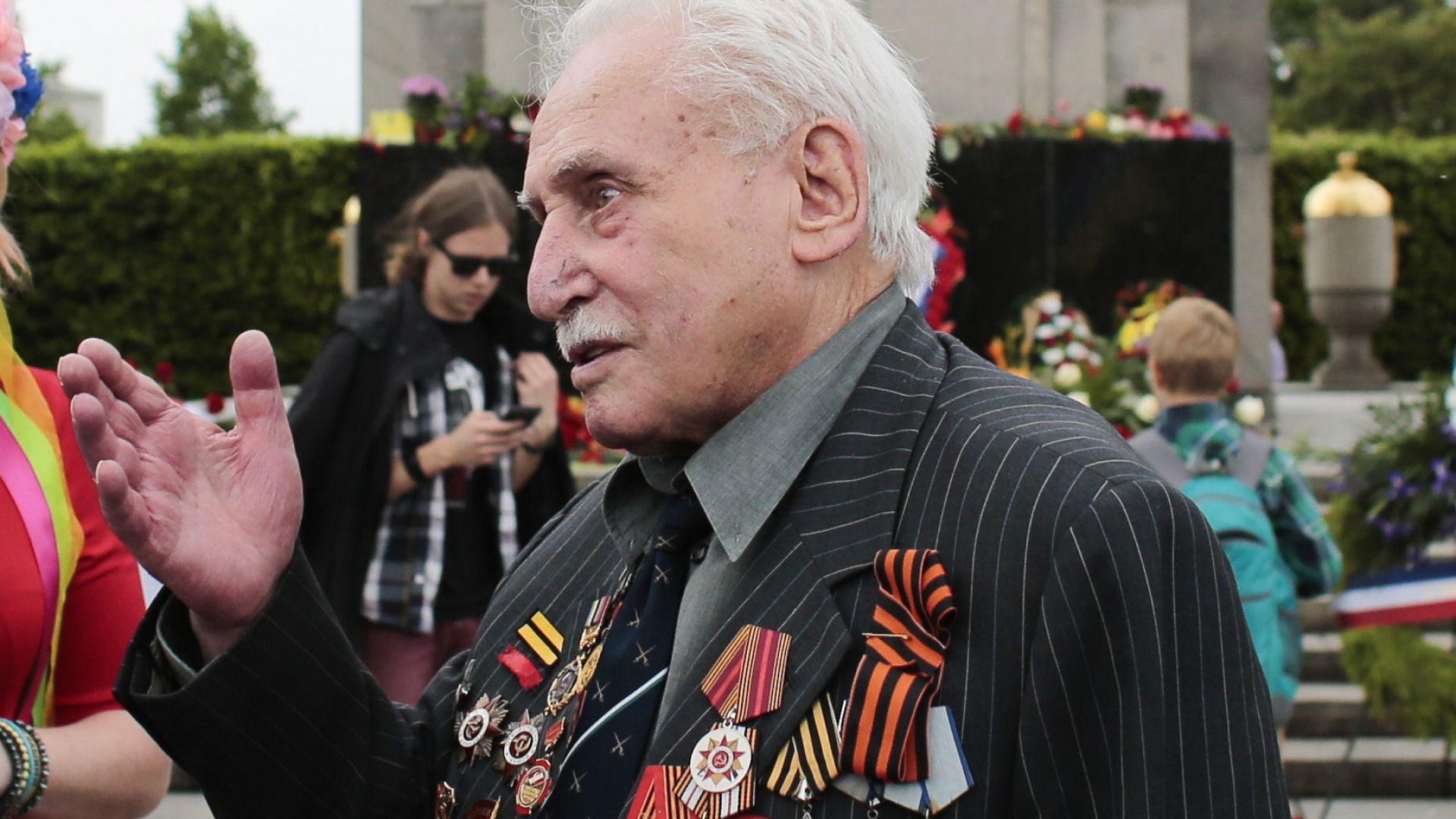Почина последният останал жив освободител на Аушвиц
