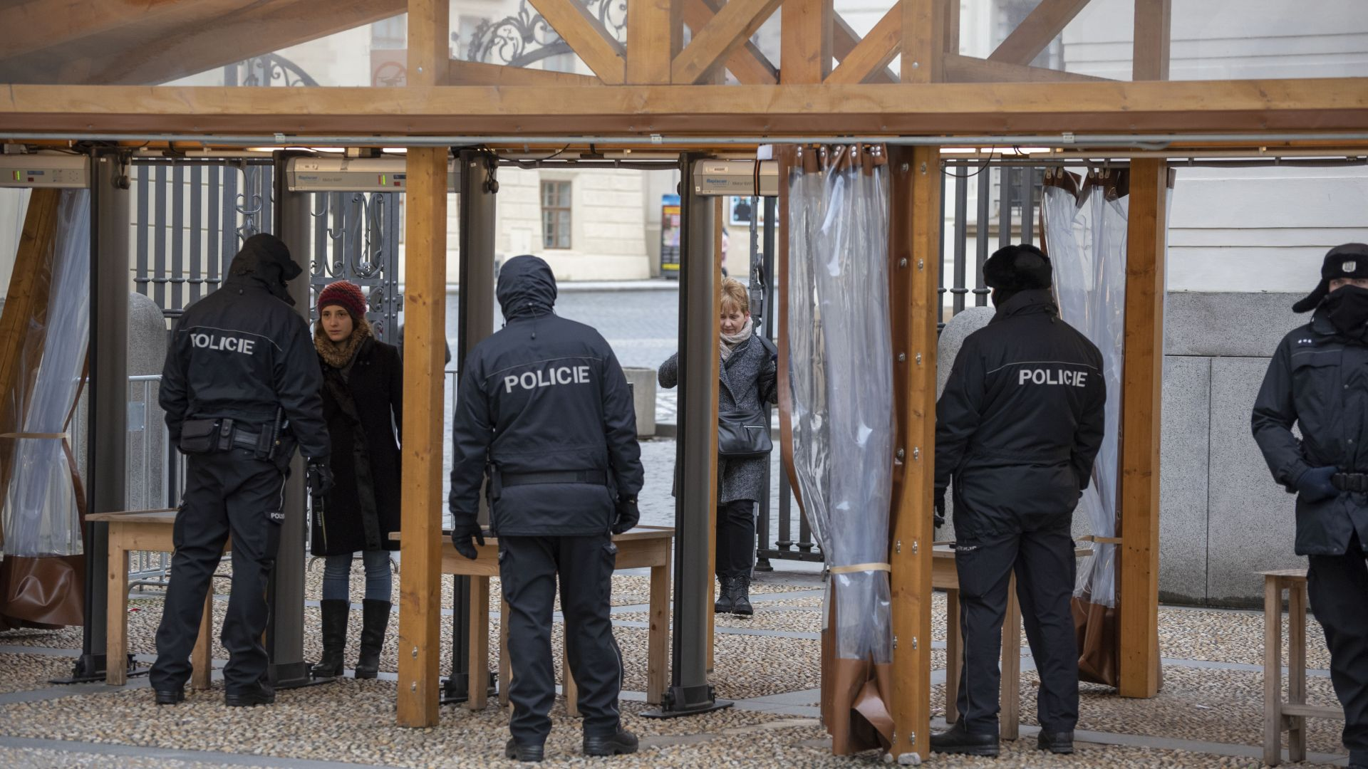 """Кодова операция """"Кличко"""": Чехия задържа украинци, доставяли нелегално евтина работна ръка"""