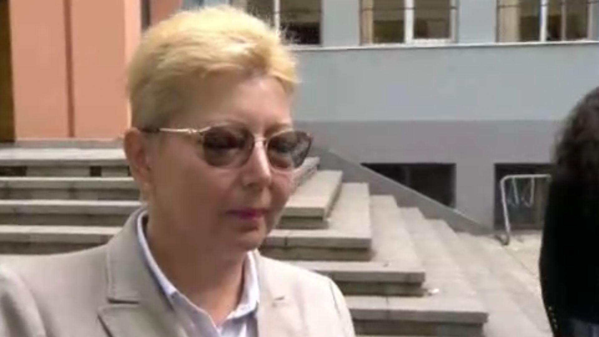 Родители в София излязоха на протест заради отстранен учител