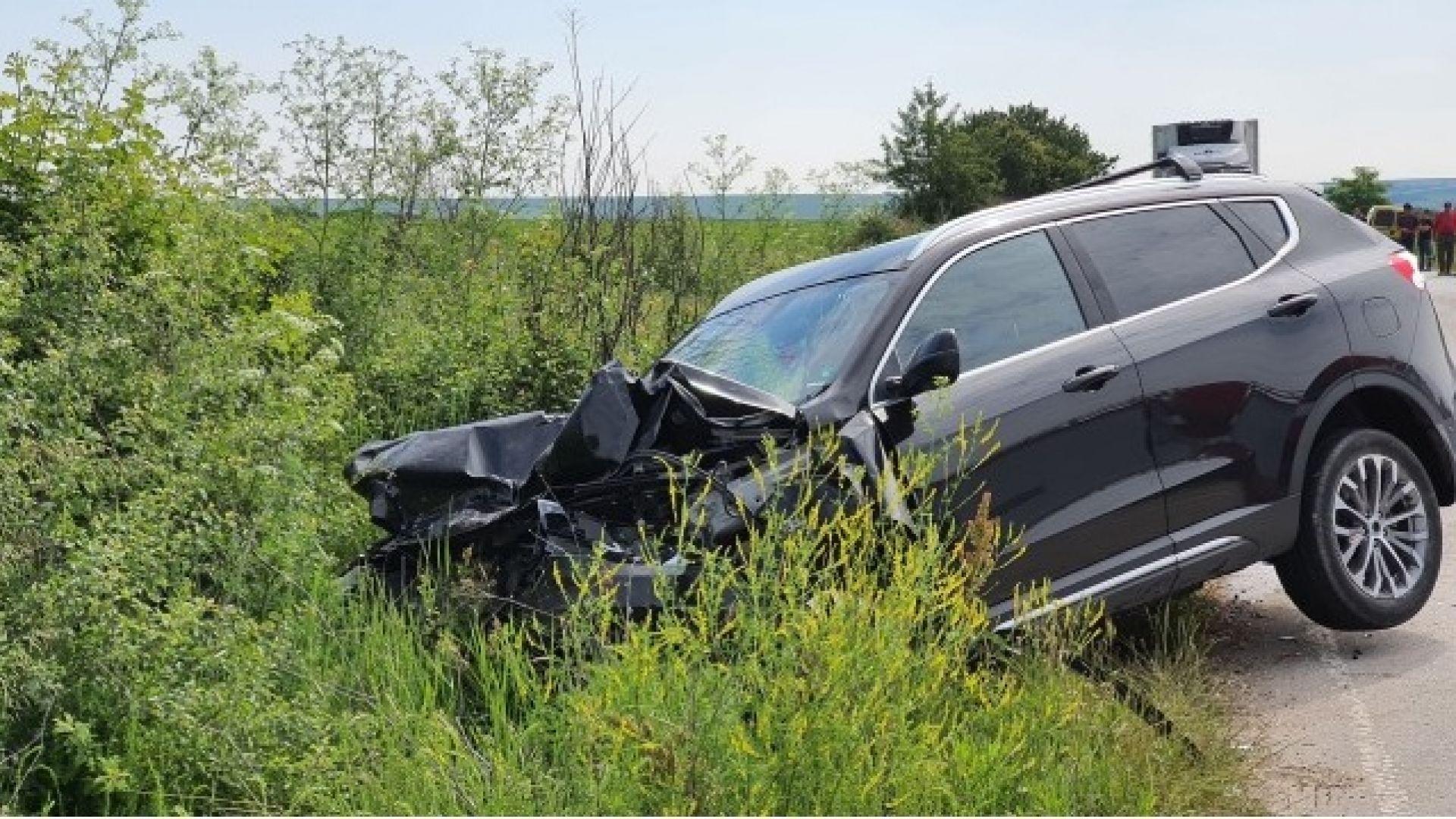 Двама загинаха при тежка катастрофа във Врачанско