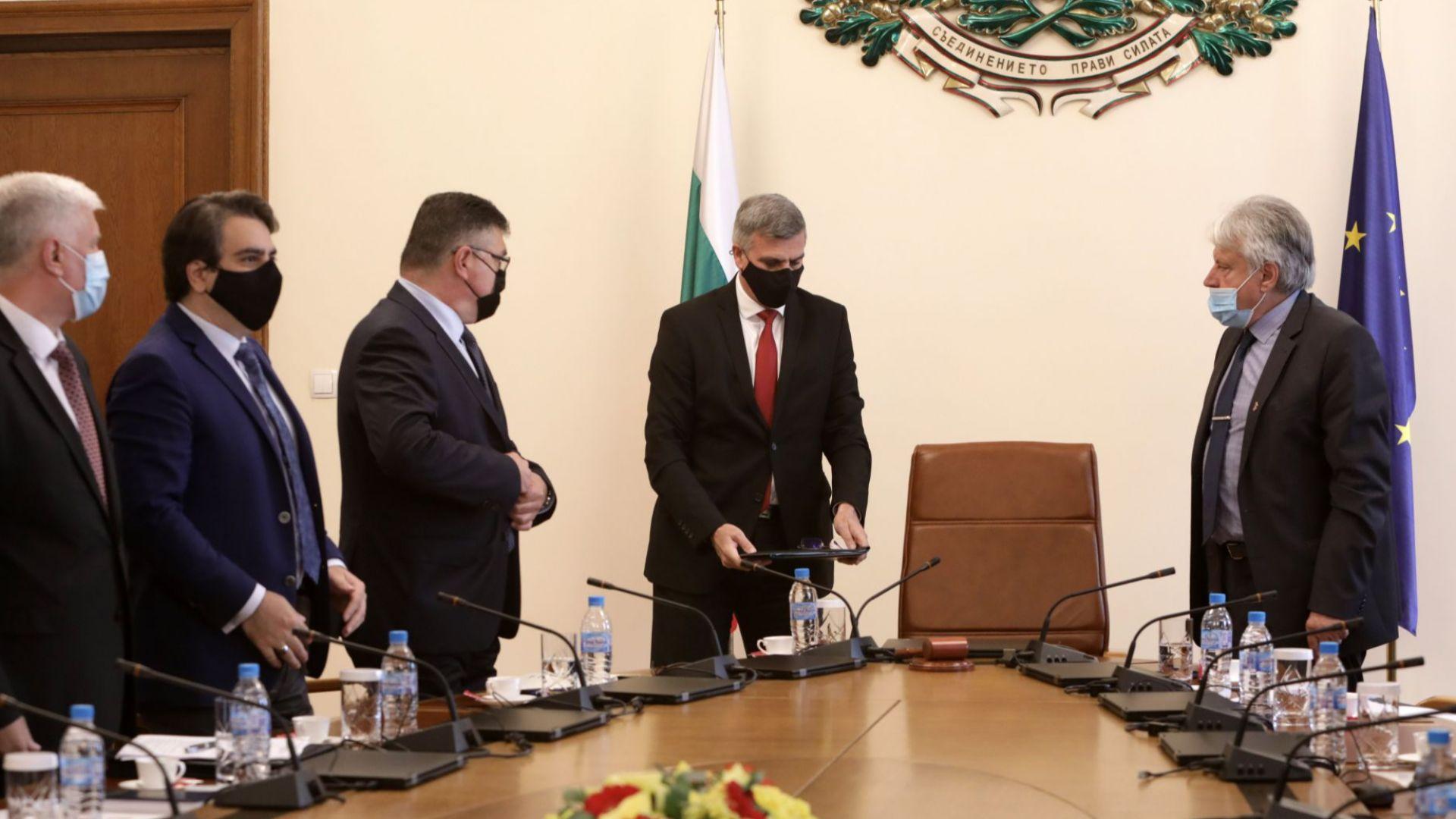 Стефан Янев препоръча на банките да не правят транзакции към посочените от САЩ фирми
