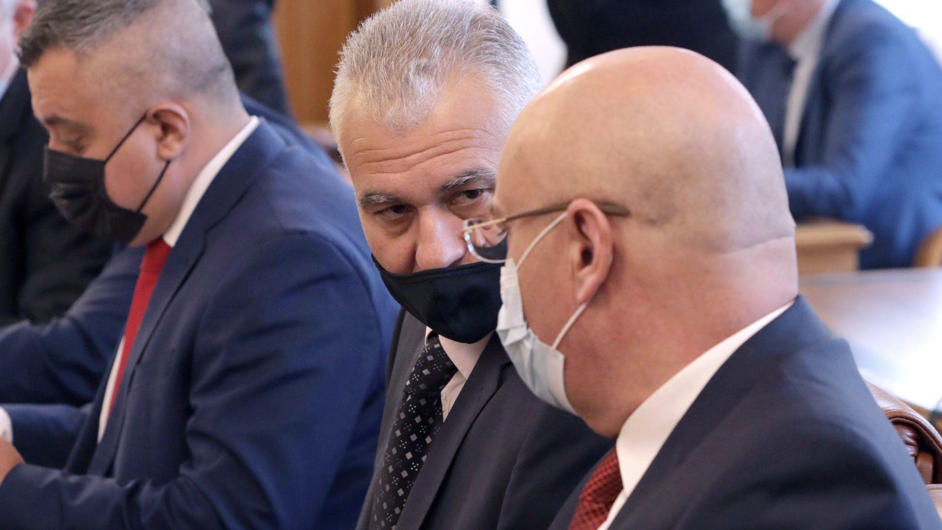 Председателят на ДАНС Пламен Тончев (в средата)
