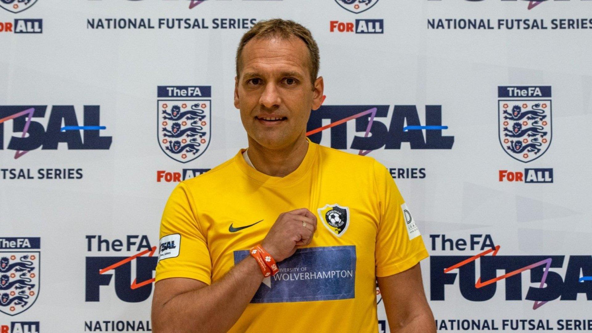 На 41 години Стилиян Петров дебютира за новия си отбор - по футбол в зала
