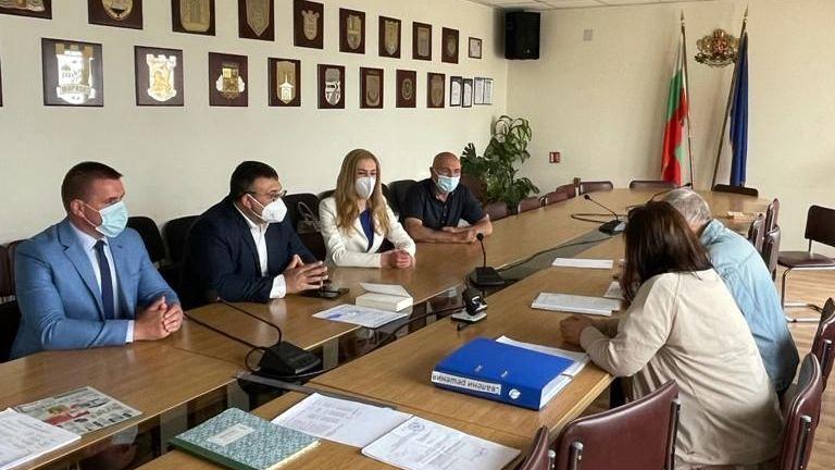 ГЕРБ регистрира листите си в Районните избирателни комисии, които са