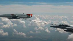 САЩ използваха за първи път дрон за дозареждане на изтребител в полет (видео)