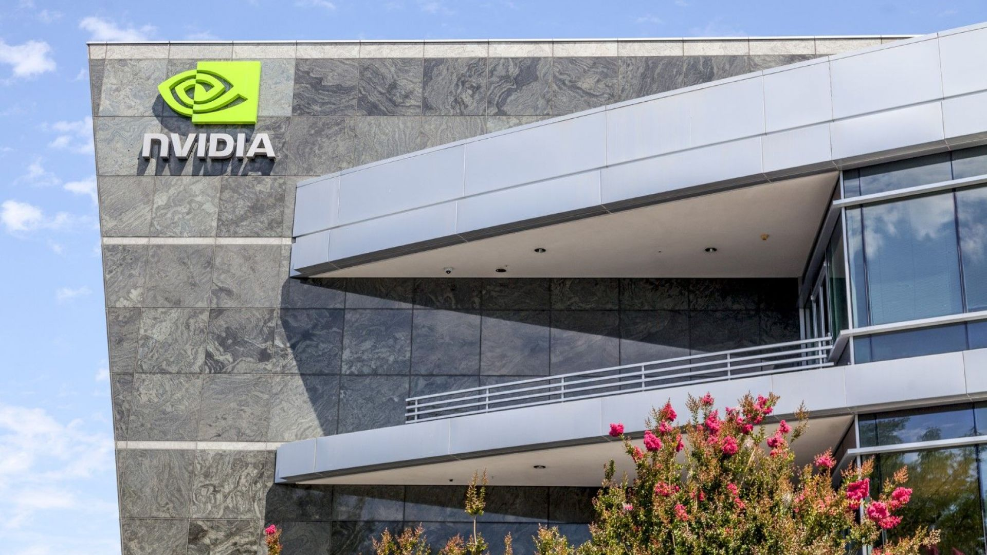Nvidia поиска от китайските регулатори одобрение за придобиването на Аrm