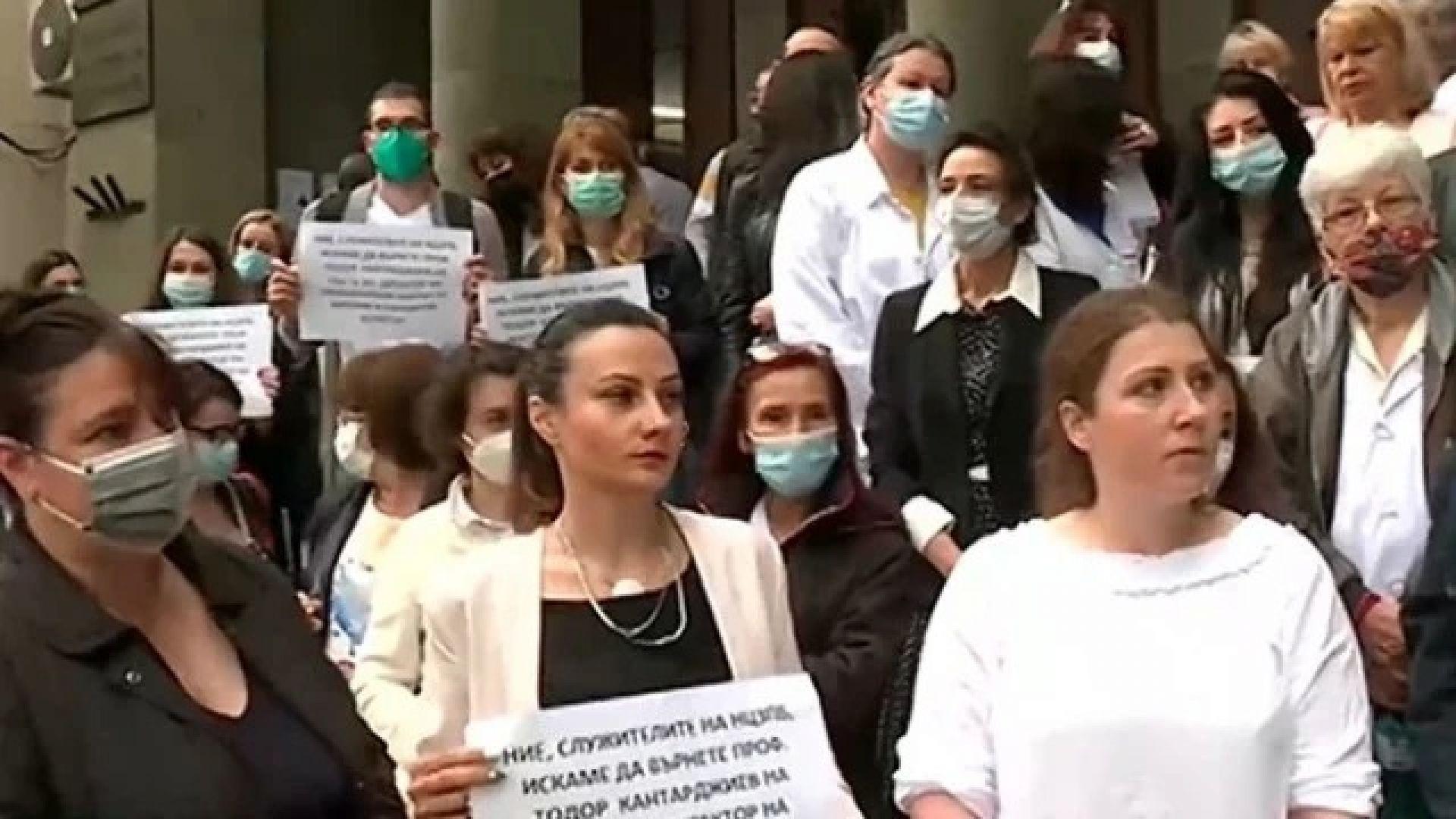 Нов протест в подкрепа на проф. Кантарджиев: Има незаменими хора!