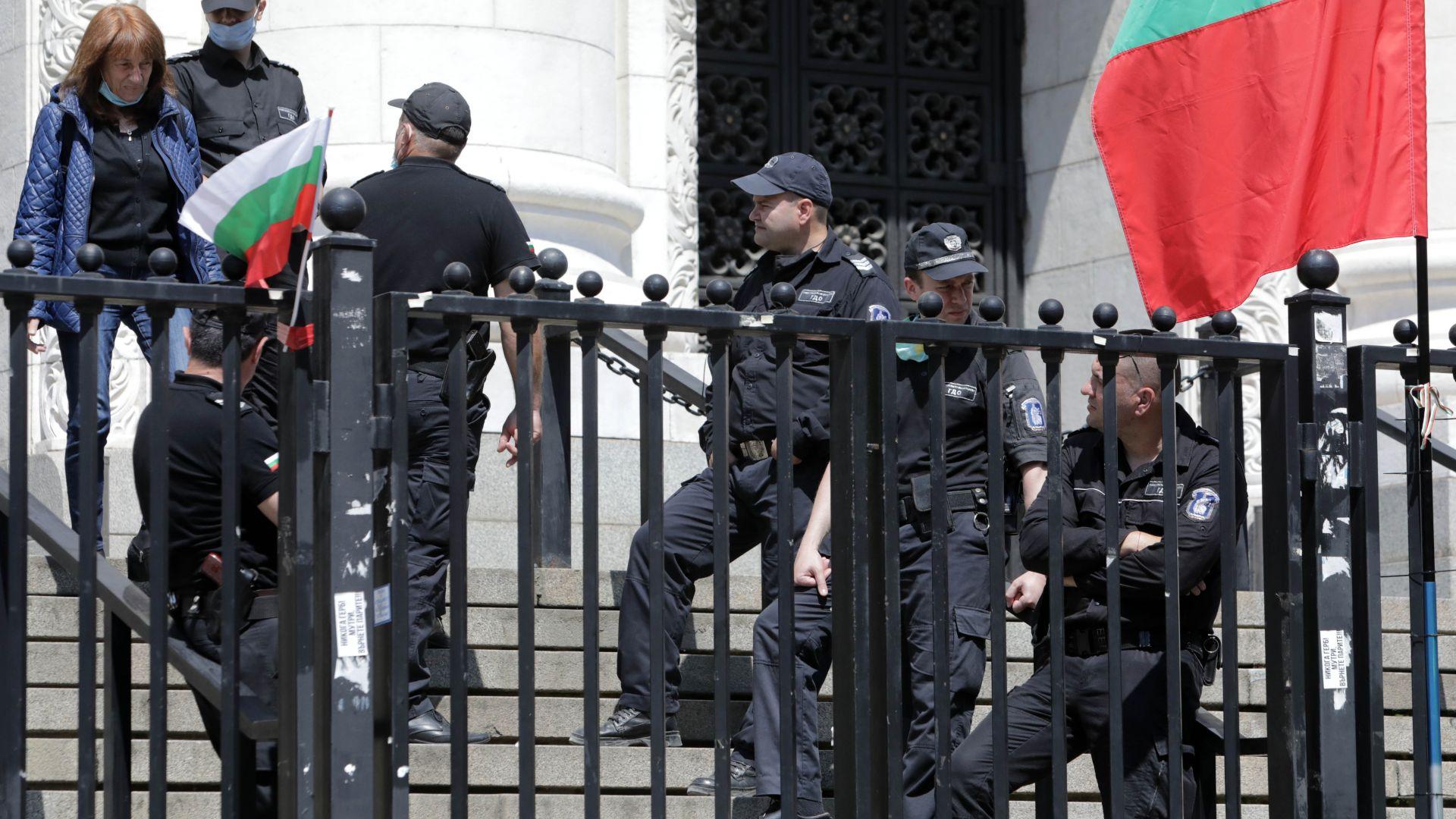 Сигнал за бомба в Съдебната палата по време на протест