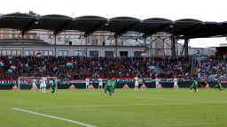Унгарски фенове освиркаха коленичещите ирландци преди контрола (Резултати)