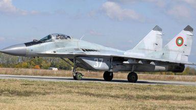 Военният министър: Разчетена е черната кутия на МиГ-29, има човешка грешка
