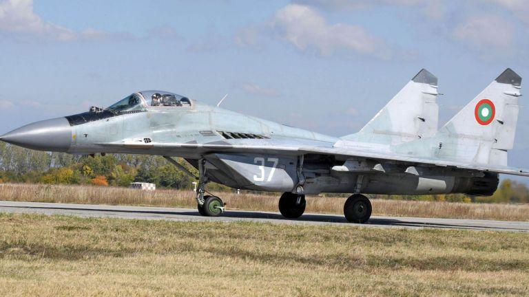 Липсата на достатъчно часове нальот за пилотите от Военновъздушните ни