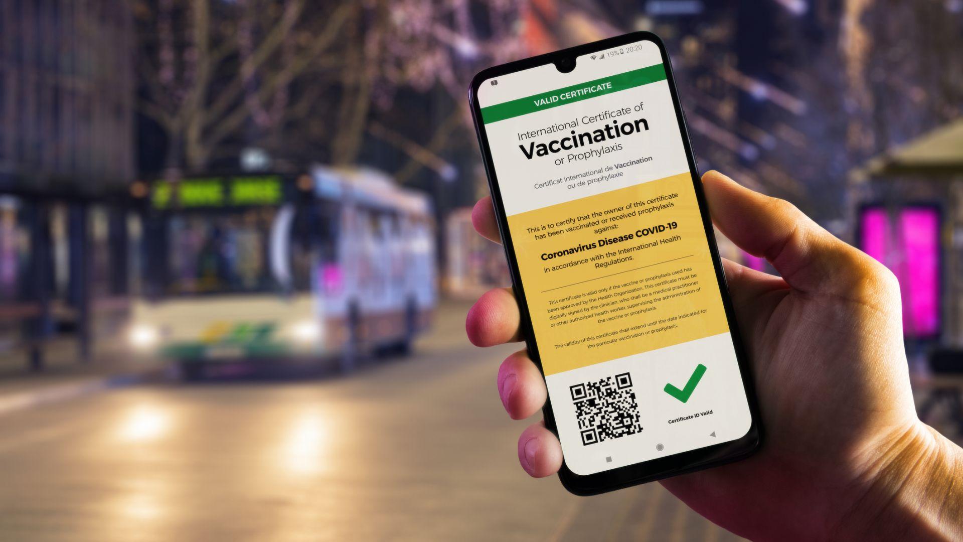 Задействаха мобилно приложение за проверка валиден ли е здравният пропуск