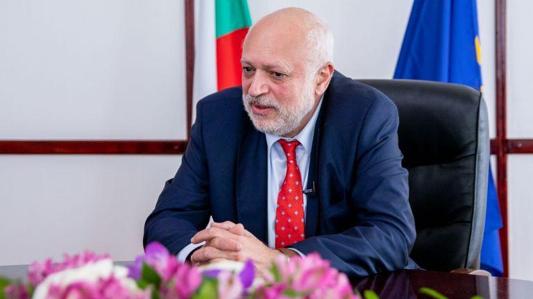 Служебният министър на културата Велислав Минеков коментира на брифинг днес