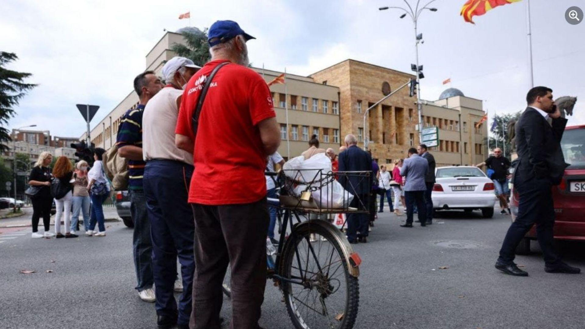 Протести и блокади в Скопие и 10 други града за преговорите с България (видео)