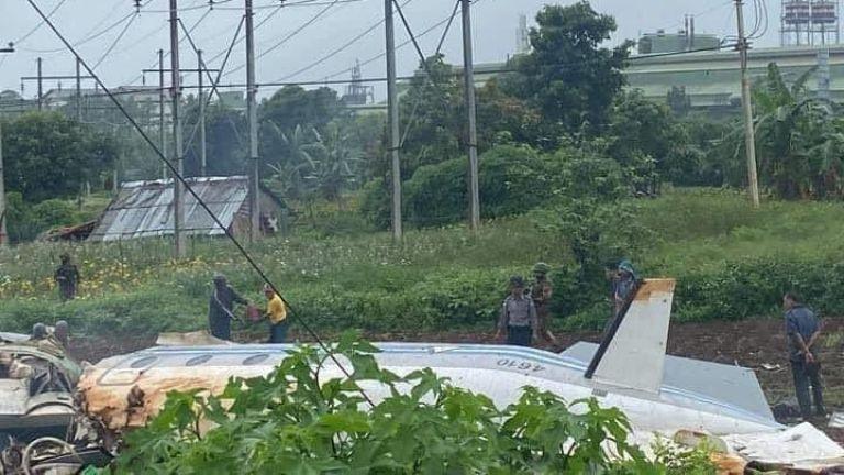 Дванайсет души загинаха при катастрофа на военен самолет в Мианма,