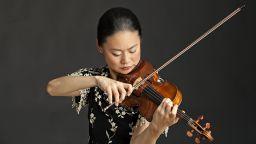 Световноизвестната цигуларка Мидори свири със Софийската филхармония