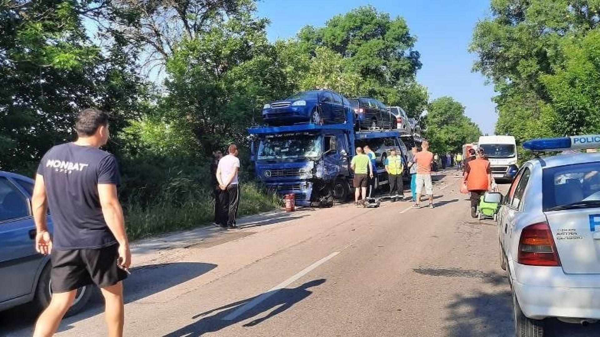 Шофьор загина, след като се блъсна във влекач край Видин