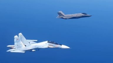 Заснеха първата среща на руски изтребител Су-30 с натовски F-35 (снимки и видео)