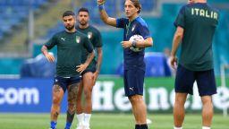 Положителни тестове стреснаха италианците преди големия финал